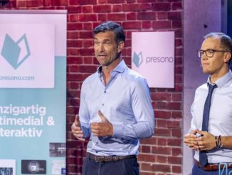 Martin Behrens und Ex-Mitarbeiter Lukas Keller bei der Präsentation auf PULS 4