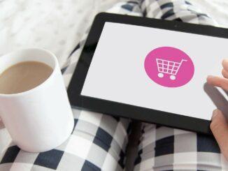 Ein Tablet mit Einkaufswagen-Symbol