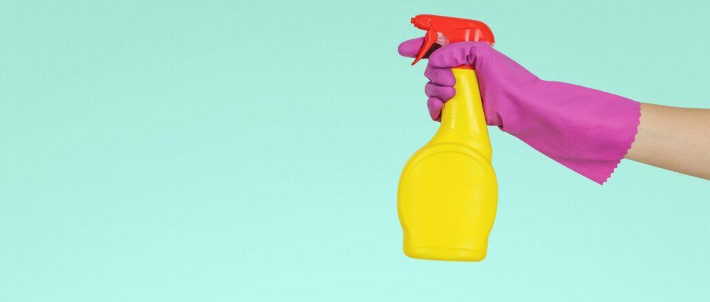 Putzutensilien – Zuverdienst für Arbeitslose in Reinigung
