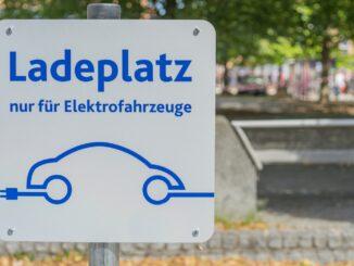 Tafel für E-Ladeplatz